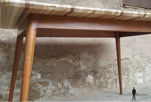 table créée avec des copeaux de bois