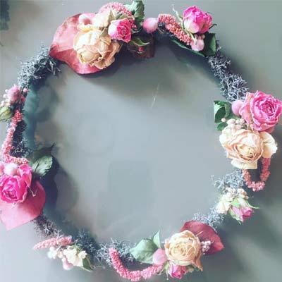 couronne en fleurs sechees