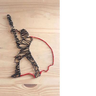 les planches de bois peuvent servir à faire un dessin en fil tendu