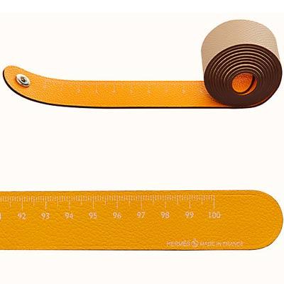 metre ruban petit h en upcycling