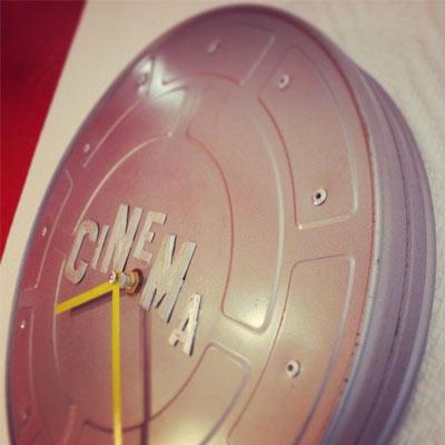 transformation d une bobine de cinema en horloge