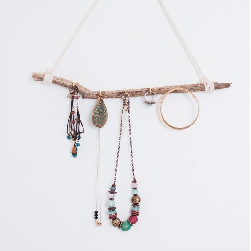 branche de sapin pour ranger ses bijoux